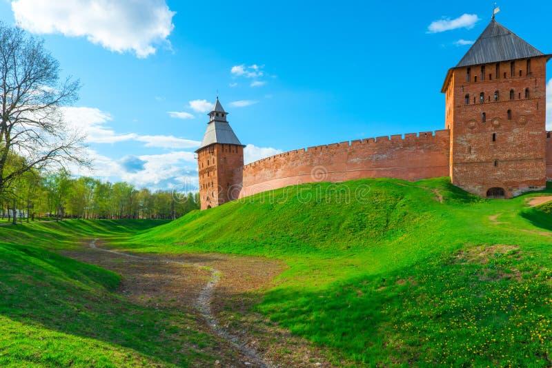 Ров вокруг стен Новгорода Кремля стоковое фото