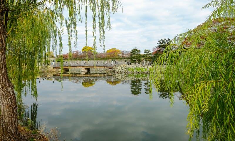 Ров замка Himeji в осени стоковая фотография