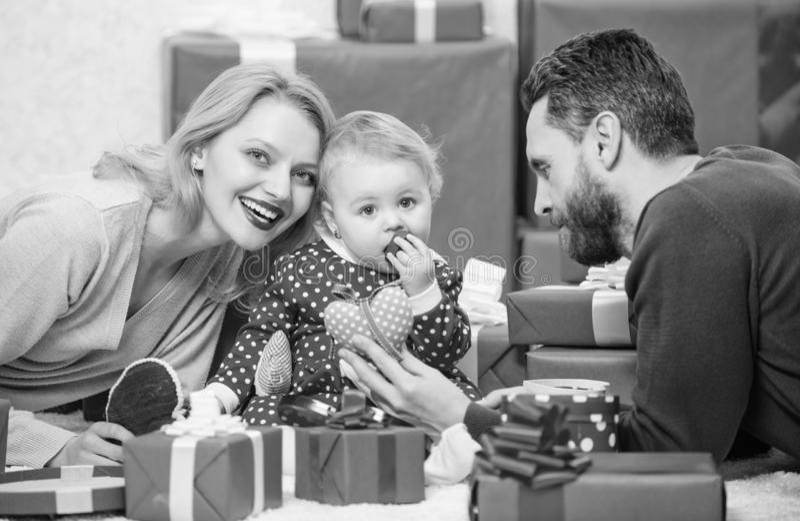 Родительство награженное с любовью r r Утеха и счастье любов Концепция любов семьи стоковые фотографии rf
