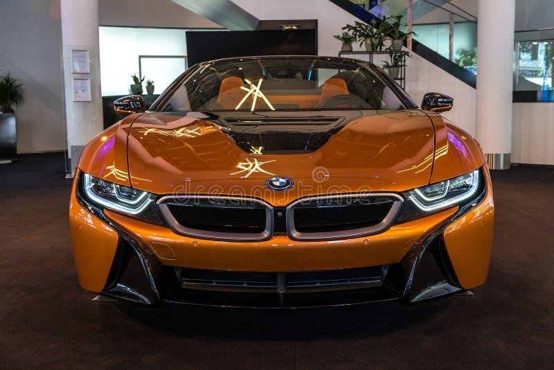 Родстер BMW i8 автомобиля спорт plug-in гибридный стоковое фото