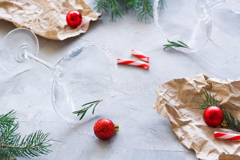 Рождественская вечеринка над составом финиша с пустыми стеклами Мартини стоковое фото