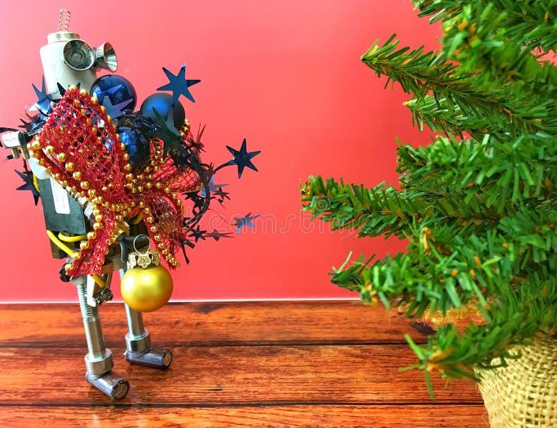 Рождественская елка и робот стоковое изображение rf