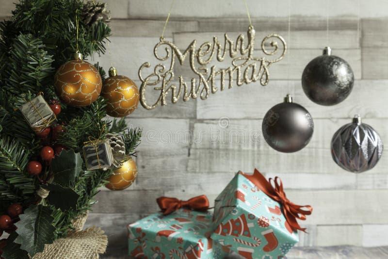 Рождественская елка и рождественские подарки стоковая фотография rf