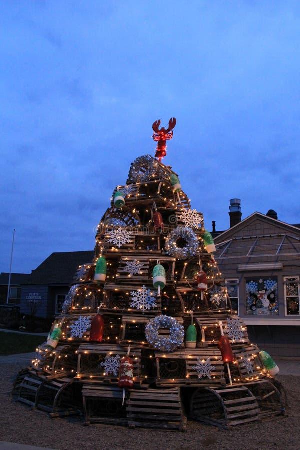 Рождественская елка сделанная ловушек омара и других украшений праздника, дома омара ` s Fox, Йорка, Мейна, 2017 стоковое изображение rf