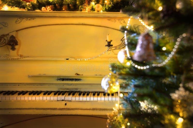 Рождественская елка с роялем стоковое изображение rf