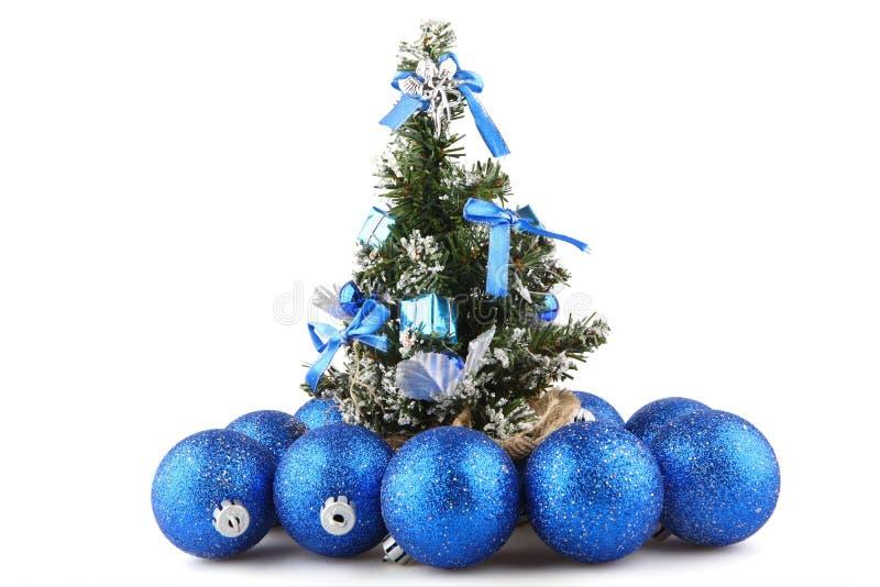 Download рождественская елка стоковое изображение. изображение насчитывающей green - 6867937