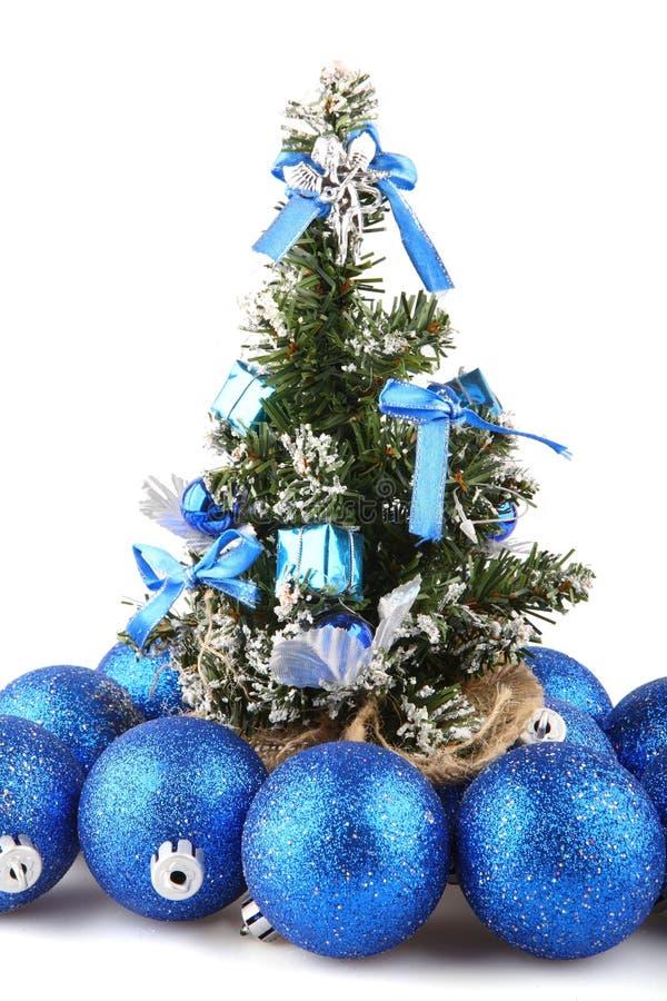 Download рождественская елка стоковое изображение. изображение насчитывающей рождество - 6868071