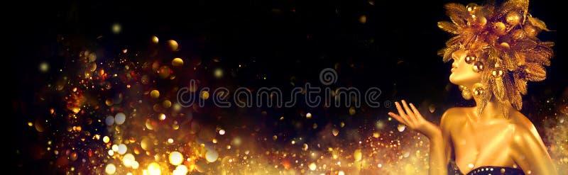 Рождественская золотая женщина Зимняя девочка указывает на Руку, мигающие звезды, Прекрасный Новый год, Рождественская Дерево Пра стоковое фото