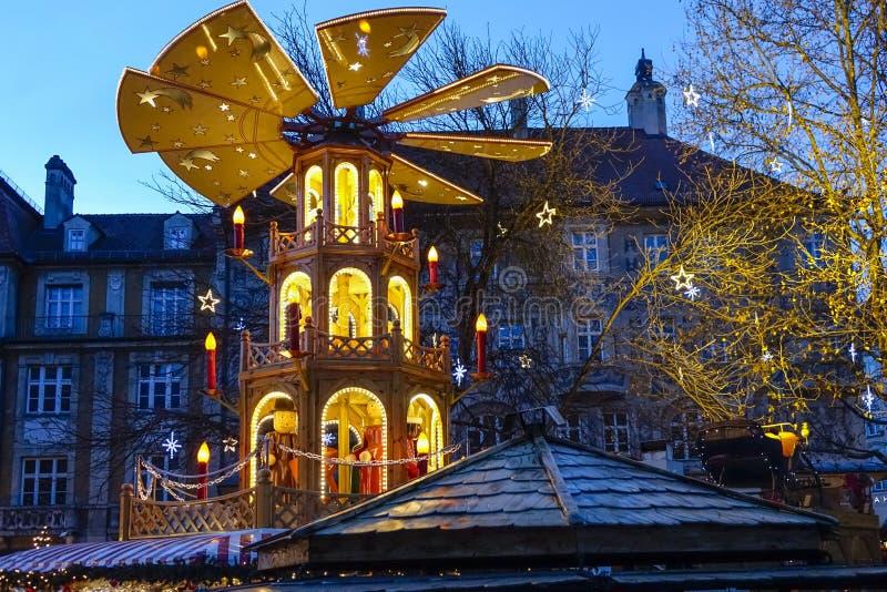Рождественская ярмарка в Мюнхене, Баварии стоковое изображение rf