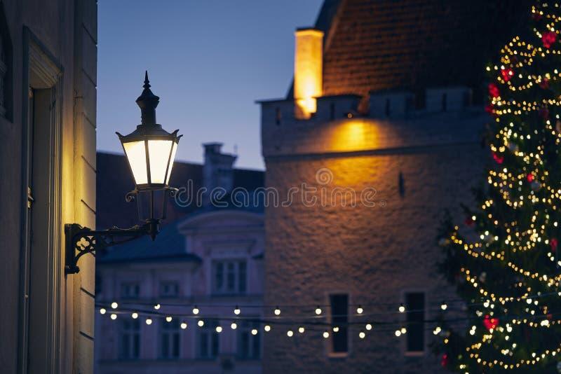 Рождественское украшение в старом городе стоковая фотография rf