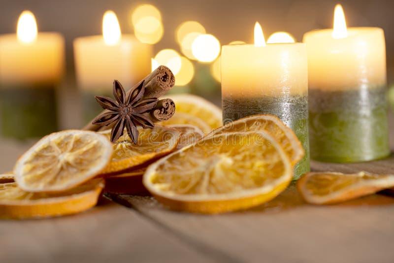 Рождественское украшение со свечами - четвертое воскресенье Адвента стоковое фото rf