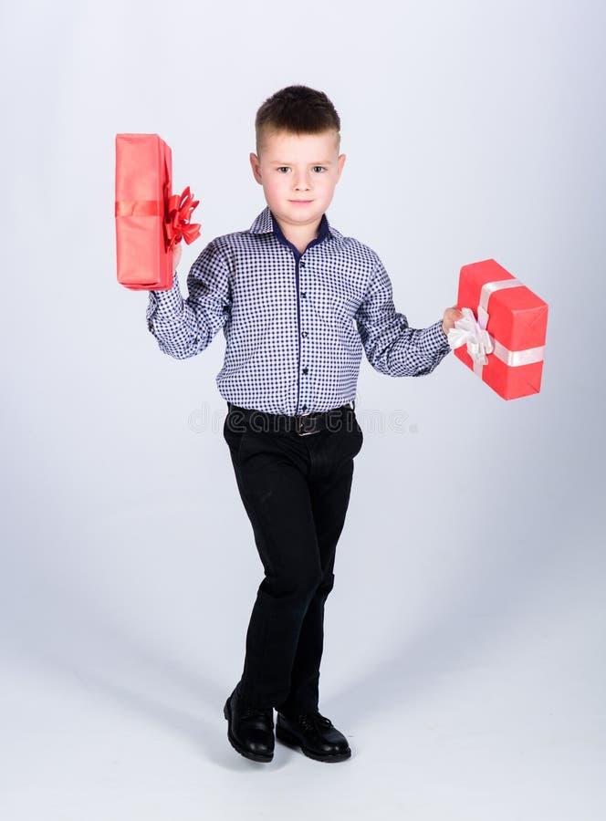 Рождество или подарок на день рождения Мечты приходят истинный Подарки покупки Продажа праздника ходя по магазинам сезонная Благо стоковое фото rf