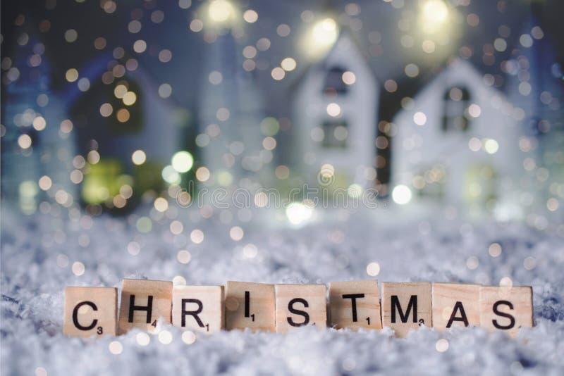 Рождество и С Новым Годом! 2019 Слово рождества от писем над предпосылкой bokeh нерезкости с космосом экземпляра для текста и сне стоковые фотографии rf