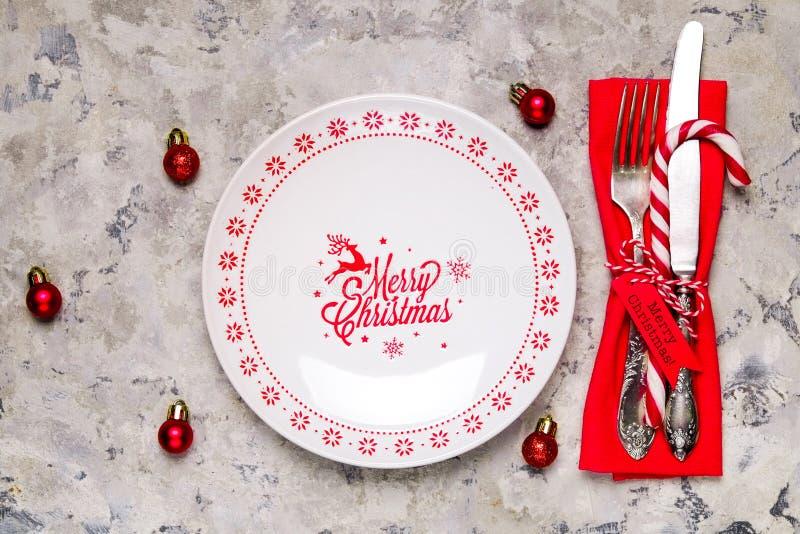 Рождество кладя встречи таблицы, варианты сервировки стола Silverware, детали tableware с праздничным украшением стоковые изображения