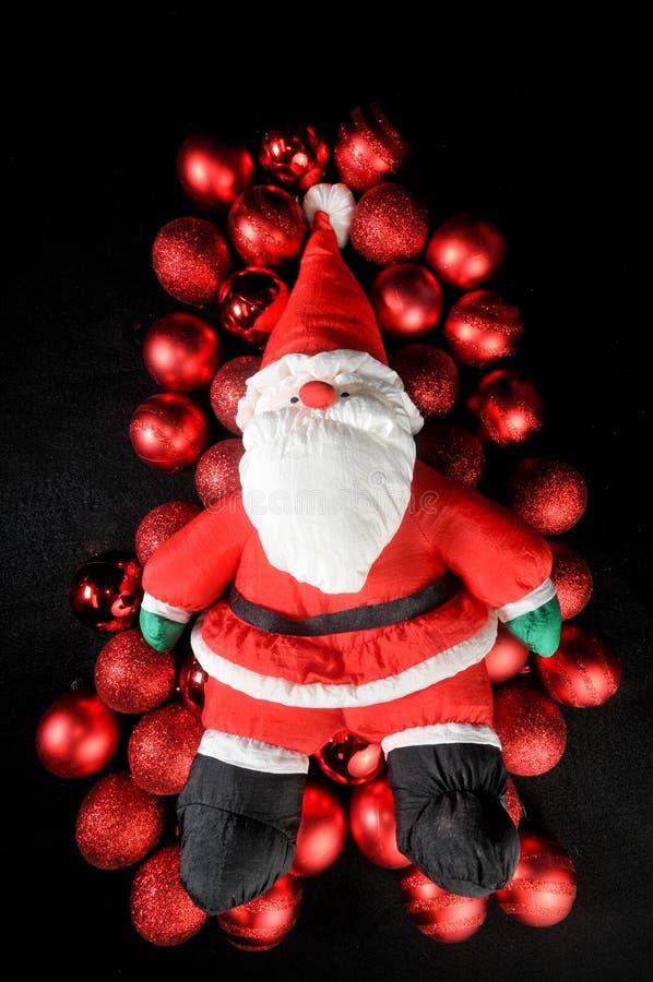 рождество claus кладя красный цвет santa орнаментов стоковые изображения