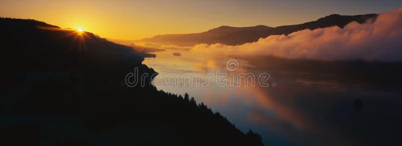 Рожочок плащи-накидк на Gorge реки Колумбия стоковые фото