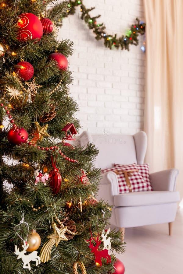 Рождественская елка в живущей комнате стоковые изображения