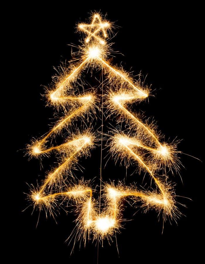 Рождественская елка сделанная бенгальским огнем на черноте бесплатная иллюстрация