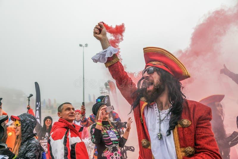 РОЗА KHUTOR, СОЧИ, РОССИЯ 30-ОЕ МАРТА 2018: Ексцентриситеты в костюмах масленицы стоковое изображение rf