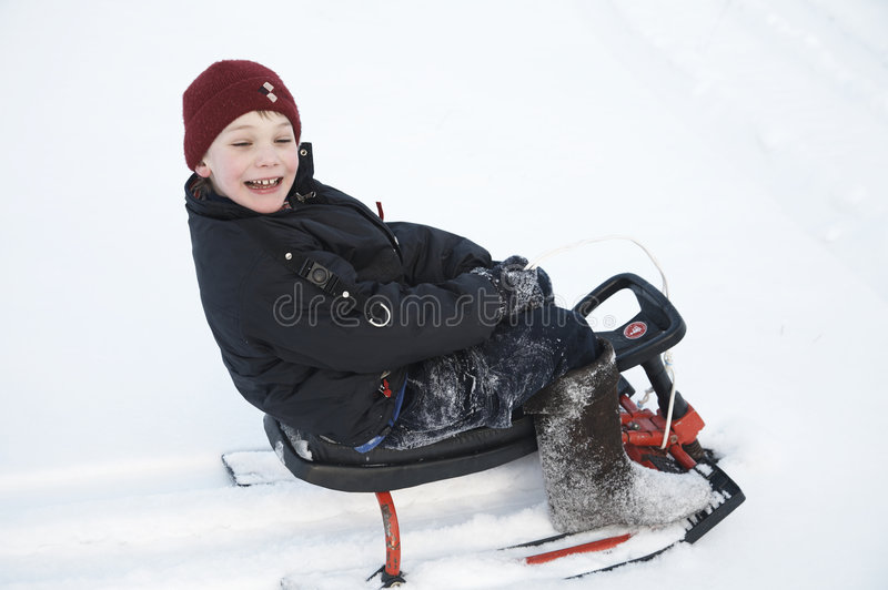 розвальни мальчика стоковое изображение