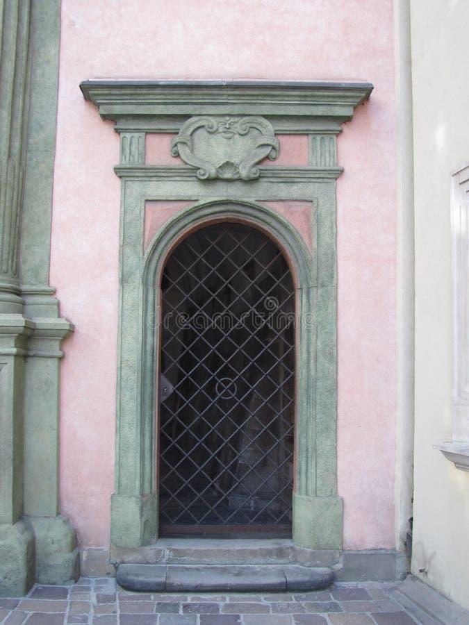 Розовая дверь в Польше стоковая фотография