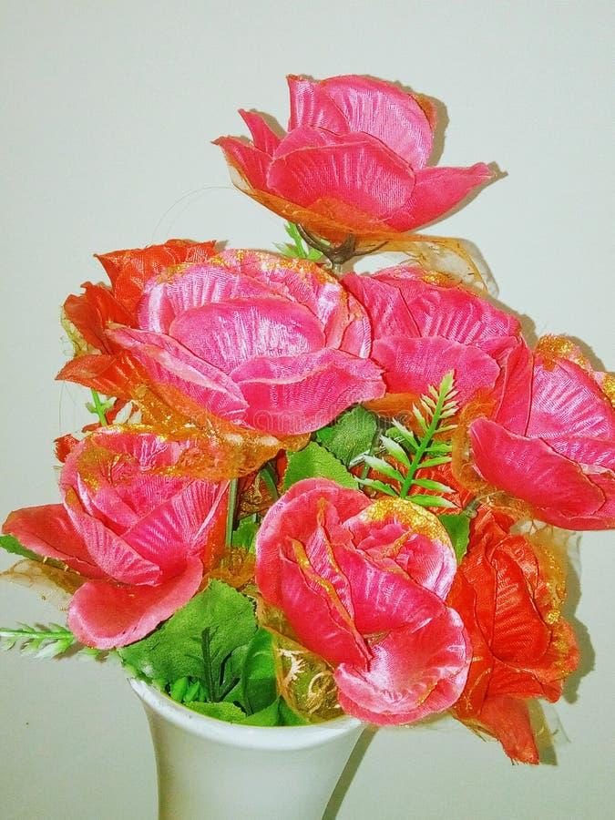 Розовая искусственная роза стоковые изображения rf