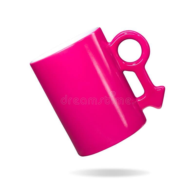 Розовая кружка на изолированной предпосылке Красочная кофейная чашка ручки в мужской концепции знака Объект пути или выреза клипп стоковые фотографии rf