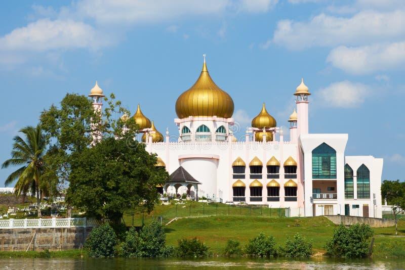 Розовая мечеть в Kuching (Борнео, Малайзии) стоковое фото rf