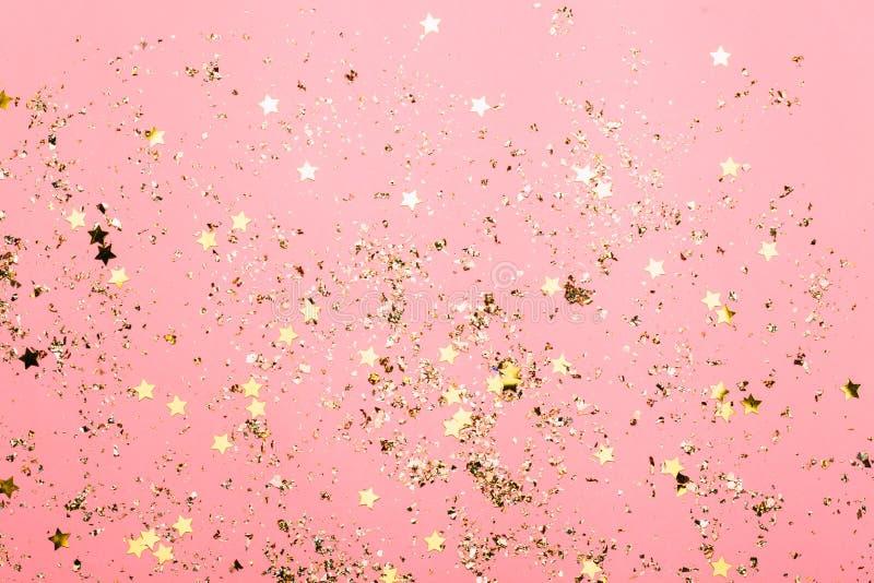 Розовая праздничная предпосылка confetti Яркая предпосылка для дня рождения торжества стоковые фотографии rf