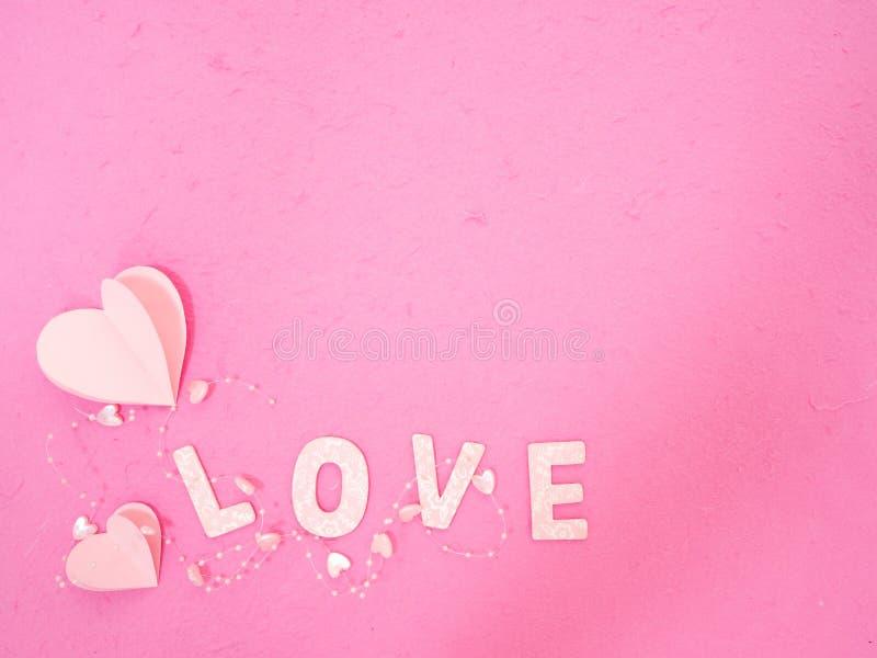 розовое бумажное сообщение сердец любов стоковая фотография rf