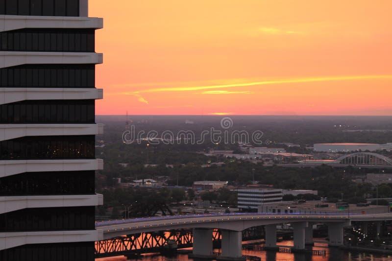 Розовое небо апельсина персика стоковые фотографии rf