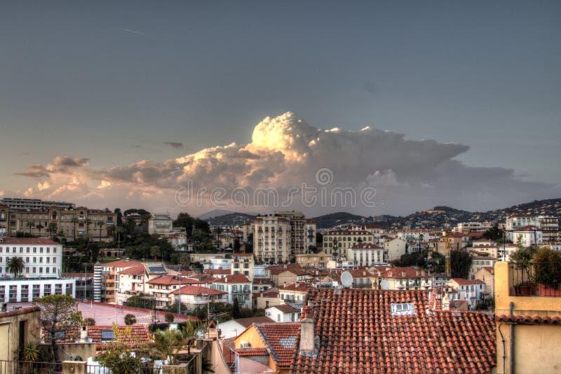 Розовое облако над крышами города HDR итальянскими стоковая фотография