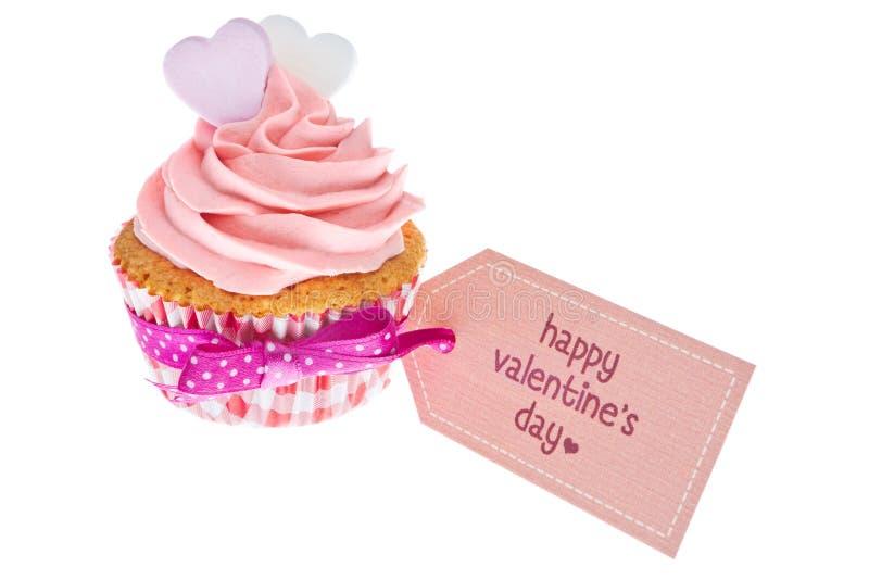 Розовое пирожное валентинки, изолированное на белизне стоковая фотография