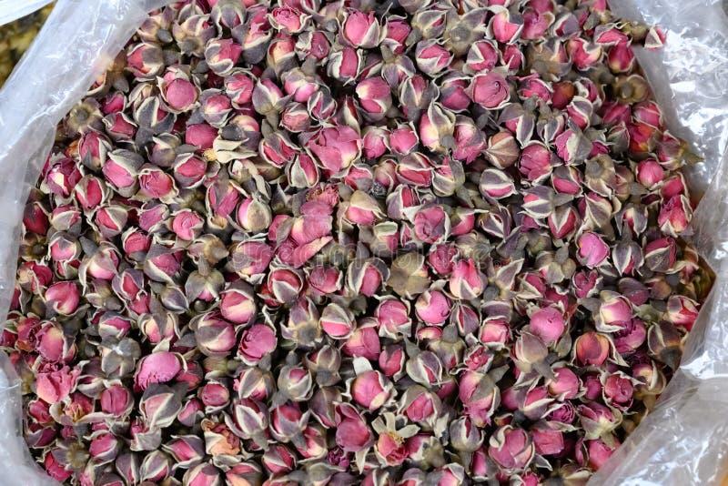 Розовые бутоны для чая, розовые розовые бутоны - азиатская медицина и здравоохранение стоковое изображение
