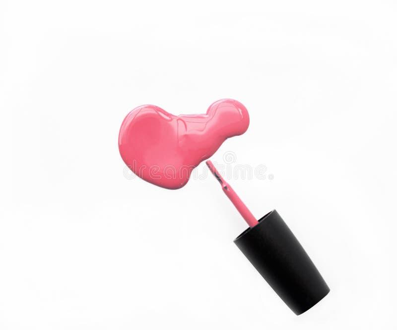 Розовые маникюр и щетка на белой предпосылке стоковые фото