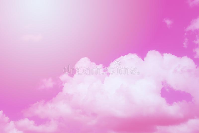 Розовые небо и облака, розовая абстрактная предпосылка иллюстрация штока
