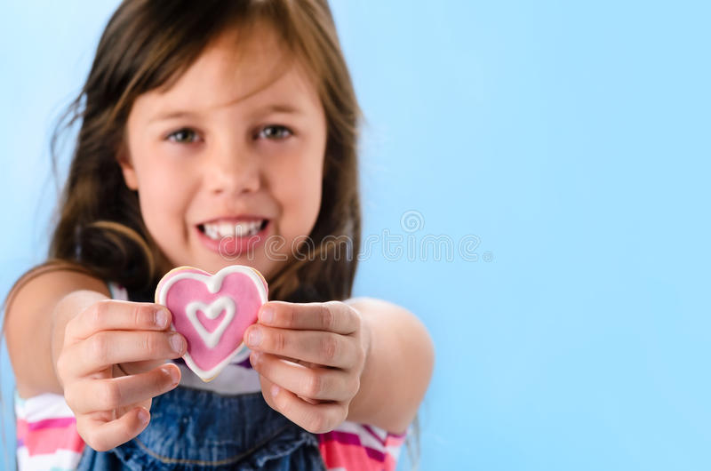Розовые печенья сахара сердца на день валентинок стоковые изображения rf