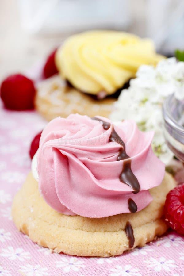 Download Розовые печенья стоковое изображение. изображение насчитывающей французско - 40589281