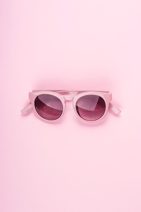 Розовые стекла солнца Положение Monochrome моды плоское стоковые изображения