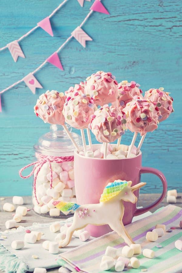 Розовые шипучки торта стоковое изображение