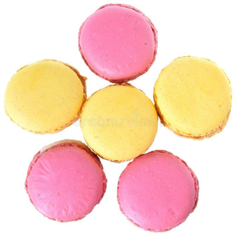 Розовый взгляд сверху macarons клубники и персика стоковое изображение