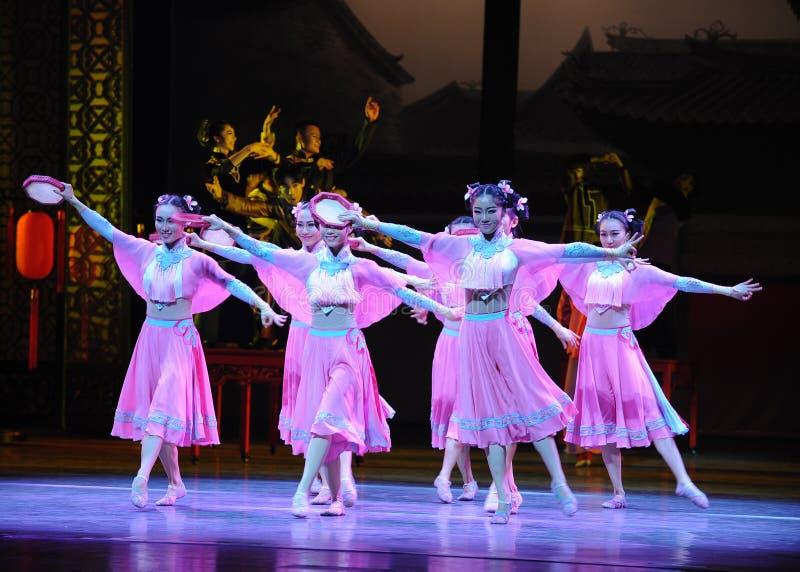 Розовый горничной- поступок сперва событий драмы-Shawan танца прошлого стоковые фотографии rf