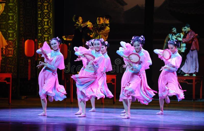 Розовый горничной- поступок сперва событий драмы-Shawan танца прошлого стоковое изображение