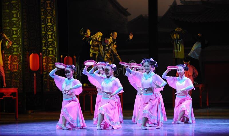 Розовый горничной- поступок сперва событий драмы-Shawan танца прошлого стоковая фотография rf