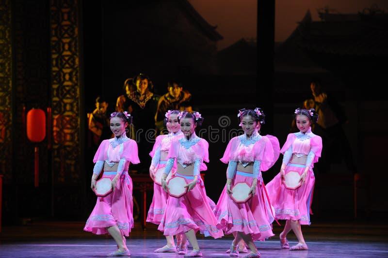 Розовый горничной- поступок сперва событий драмы-Shawan танца прошлого стоковые изображения rf