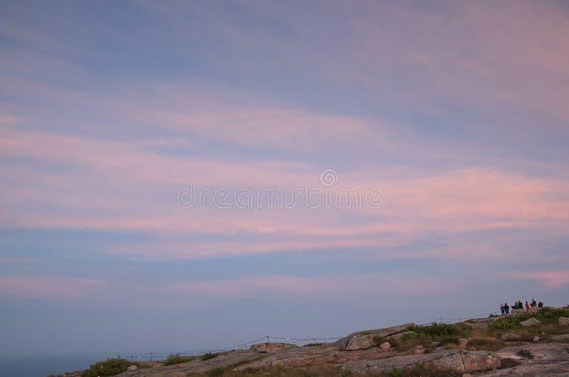Розовый заход солнца на саммите горы Кадиллака в Мейне стоковые фотографии rf