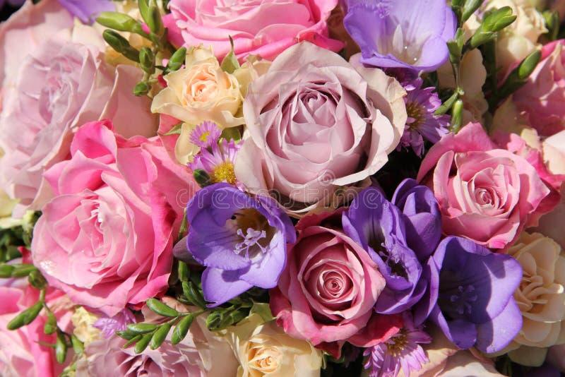Розовый и фиолетовый букет свадьбы стоковое фото rf