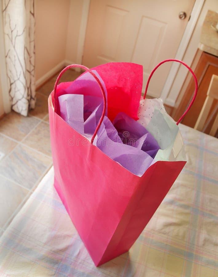 Download Розовый мешок подарка стоковое фото. изображение насчитывающей ткань - 40583244
