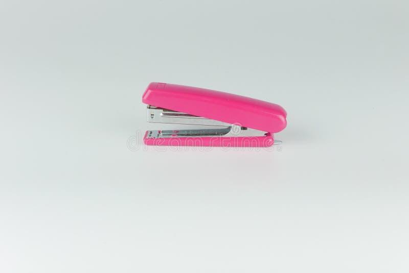 Розовый сшиватель изолированный на серой предпосылке стоковое фото rf