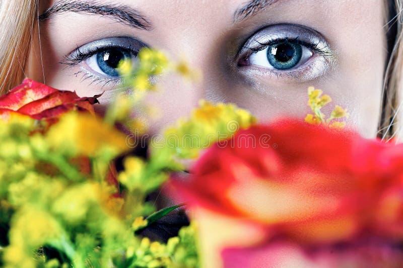 розы девушки стоковое изображение rf